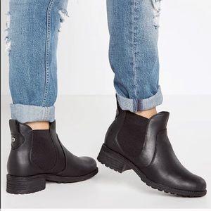 Uggs Black Bonham Chelsea boot size 8.5